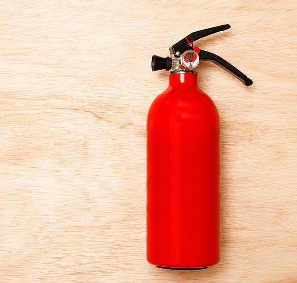水基型灭火器与干粉灭火器